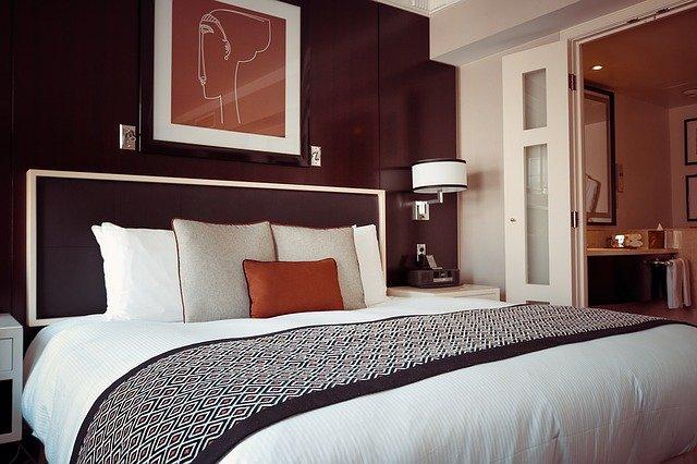 hotel room 1447201 640 15